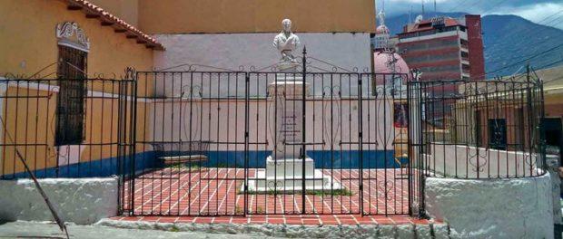 Vista frontal de la plazoleta Miranda al día de hoy. Patrimonio histórico de Mérida, Venezuela.