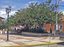 Zona norte de la plaza Rivas Dávila vista desde el costado noreste Patrimonio histórico del municipio Mérida, estado Mérida. Venezuela.
