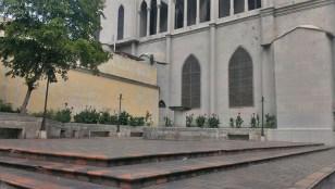 El comercio informal deteriora los espacios circundantes de la iglesia San Juan Bautista, de Valera.