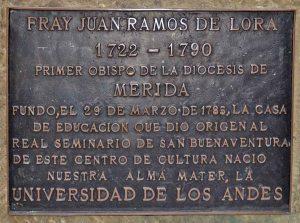 Placa de bronce ubicada en la cara frontal del pedestal. Foto Samuel Hurtado Camargo, 26 de junio de 2017