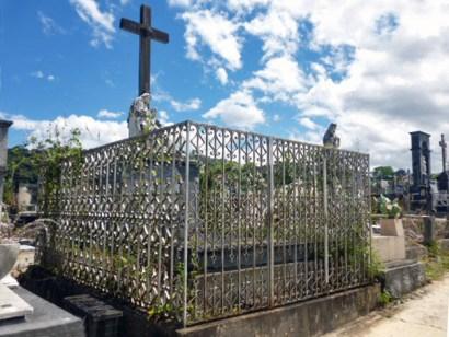 Tumba de la familia Clavo Carrillo, en el cementerio municipal de Boconó. Patrimonio cultural de la ciudad de Boconó, estado Trujillo, Venezuela.