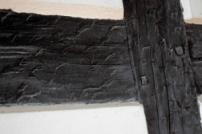Detalle del entramado fachwerck de la casa con numeración tallada en romano. Foto: José Luis Rosales.