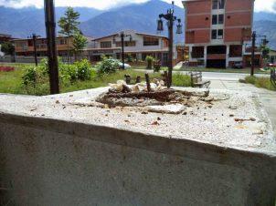Bandas roba bronce desmantelan el parque Humberto Ruiz Fonseca, de Merida. Parque Humberto Ruiz Fonseca, patrimonio cultural venezolano en riesgo.