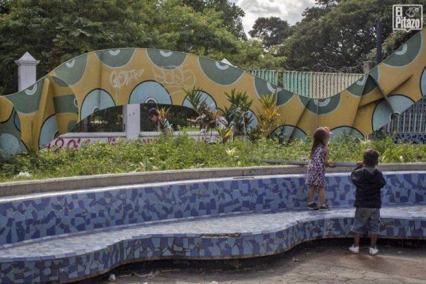 Obras de arte del metro de Caracas dañadas por la desidia y el vandalismo urbano. Patrimonio cultural de Venezuela en riesgo.