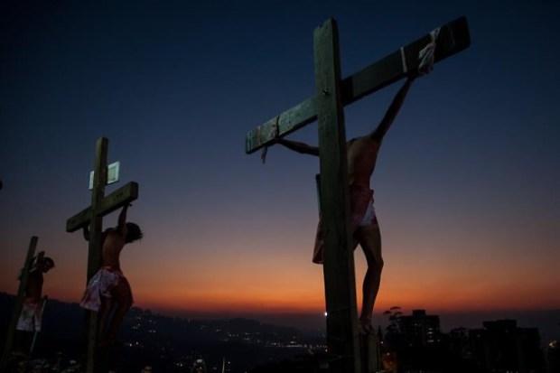 El Via Crucis en Petare. Foto EFE (Miguel Gutiérrez).