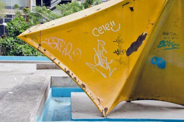 Isabela, escultura de Lía Bermúdez en Parque Central, Caracas. Patrimonio cultural en peligro.