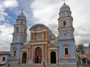 Iglesia de Lobatera, una de las obras de Jesús Uzcátegui, maestro que hizo la fachada-monumento del antiguo hospital Vargas de San Cristóbal. Patrimonio cultural de Venezuela.