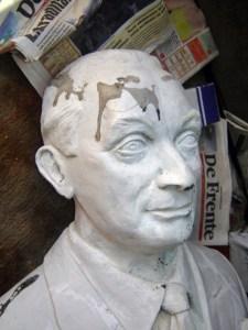 Busto de Rafael Ángel Insausti. Patrimonio cultural amenazado de Barinas, Venezuela. Escultura de bronce.
