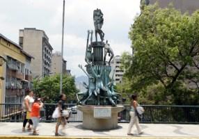 Carlos Prada, escultor y orfebre venezolano de origen cumanés. Autor de piezas emblemáticas como El infierno I y II y El hombre en la lucha por la cima, ubicada en la Universidad Simón Bolívar.