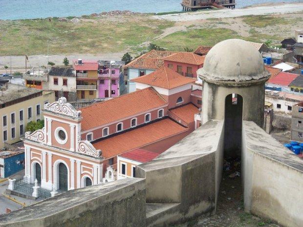 Casco histórico de La Guaira, estado Vargas. Patrimonio cultural de Venezuela en peligro.