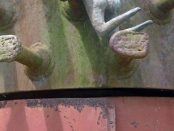 Escultura La lucha del hombre por la cima (1972), obra de Carlos Prada que se ubica en el campus de la Universidad Simón Bolívar, Caracas. Patrimonio cultural de Venezuela en peligro.