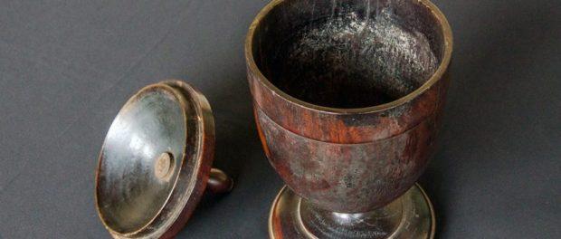 Recipiente para tabaco del siglo XIX. Colección del Museo de Arte Colonial de Caracas, Quinta de Anauco. Patrimonio Cultural de Venezuela.