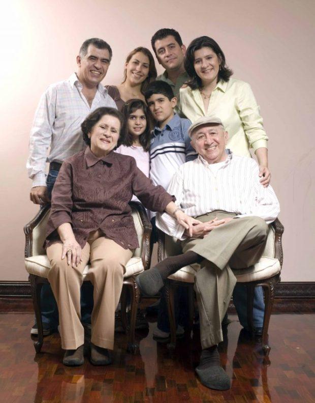 Simón Díaz, cantautor venezolano. Cultor de la tonada llanera y autor de Caballo viejo. Patrimonio inmaterial de Venezuela.
