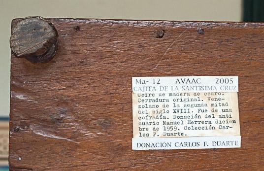 Cajita del siglo XVIII del Museo de Arte Colonial de Caracas. Patrimonio cultural de Venezuela.