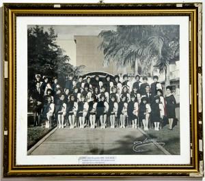 Acto de grado en la UCV en 1965, donde se gradúan las primeras 5 enfermeras de esa casa de estudios. Museo Histórico de la Enfermería Venezolana, UCV. Foto Luis Chacín, 2018.