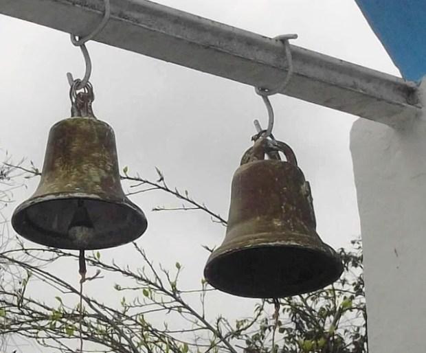 Campanas de Lobatera. Campanas esquilonadas de la capilla de Nuestra Señora de la Tablita, caserío La Lajita, aldea La Trampa, municipio Lobatera. Foto Darío Hurtado, 2016.