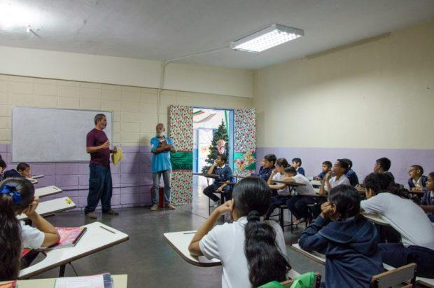 El taller Exploradores de la imagen y la memoria captó la atención de los escolares en el barrio El Calvario, El Hatillo. Foto Luis Chacín, 2018.