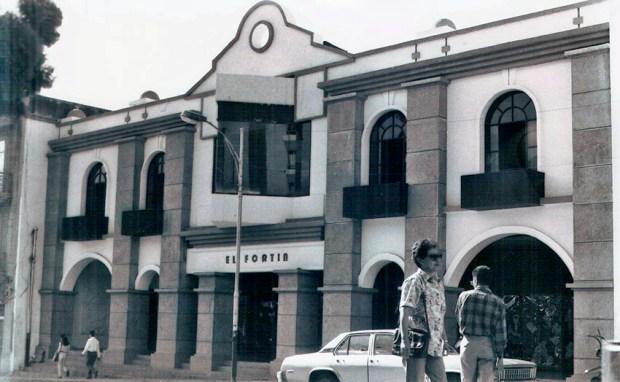 Fachada del edificio El Fortín, sede de la Biblioteca Febres Cordero, 1994. Foto Colección Biblioteca Febres Cordero. Dig. BFC