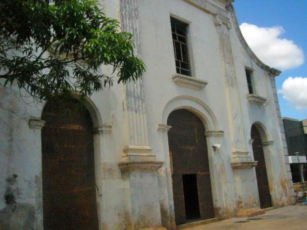 Fachada del templo San Felipe Neri. Maracaibo, Zulia. Foto Wilmer Villalobos, octubre de 2018. Monumento Nacional, patrimonio cultural de Venezuela en peligro.