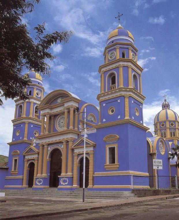 Iglesia Parroquial de Nuestra Señora del Rosario de Chiquinquirá, Lobatera, estado Táchira. Foto Banco Santander Central Hispano, 2004.