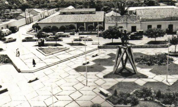 Fruto Vivas hizo un diseño romboidal para el parque o plaza Bolívar de Lobatera, 1956. Foto Carlos Alviárez Sarmiento, 2009.
