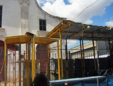 Tarantines alrededor del monumento templo San Felipe Neri. Maracaibo, Zulia. Foto Wilmer Villalobos, octubre de 2018. Monumento Nacional, patrimonio cultural de Venezuela en peligro.