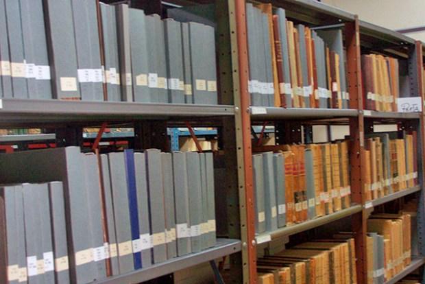 Estantería de la colección de la biblioteca. Foto cortesía Biblioteca Febres Cordero, Mérida-Venezuela.