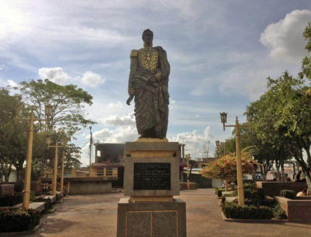 El sable ha sido hurtado en dos ocasiones al Bolívar pedestre en Pueblo Nuevo El Chivo. Foto Edwin Urdaneta