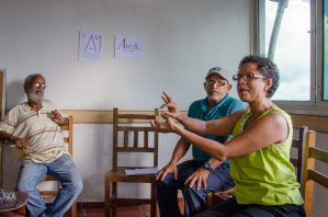 Líderes como José González (izq.) y Carlos Barreto (der.) han sido muy receptivos a las iniciativas culturales en El Calvario. Foto Luis Chacín.
