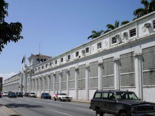 Una de las primeras modificaciones que se hizo al Hotel Jardín fue el cerramiento de las columnas de la fachada.