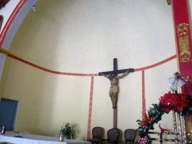 Cristo crucificado en el altar mayor de la iglesia Nuestra Señora de Los Ángeles. Bruzual, Apure. Foto Marinela Araque, enero de 2019.