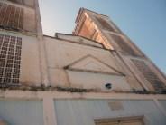 La torre derecha de la iglesia Nuestra Señora de Los Ángeles presenta manchas de humedad. Bruzual, Apure. Foto Marinela Araque, enero de 2019.