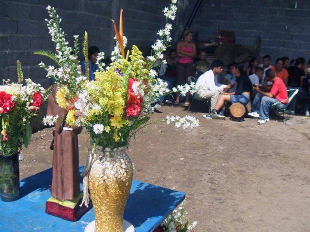 2015. Altar para tamunangue del barrio La Quebradita de Araure, Portuguesa. Foto Wilfredo Bolívar. Tamunangue o sones de negro entre Lara y Portuguesa. Patrimonio cultural de Venezuela.