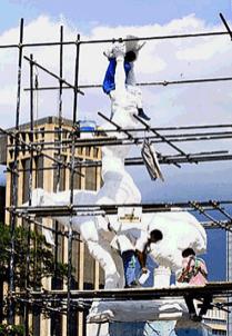Foto en las labores de la réplica de la estatua de María Lionza, tras lo cual se fractura la obra de arte. Foto Fernando Tovar