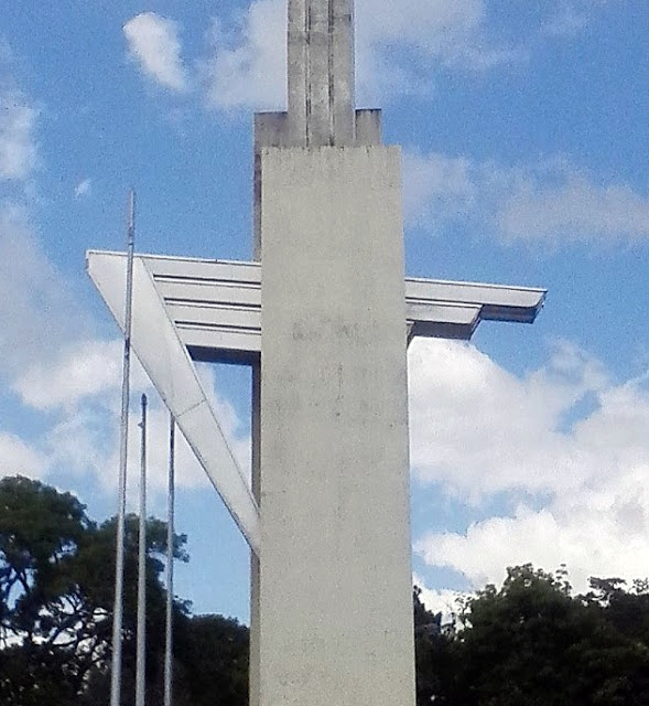 'El Ángel de la Victoria Tachirense' o 'Victoria Tachirensis', estilizada figura del ángel de la victoria que se encuentra en el Obelisco de los Italianos en San