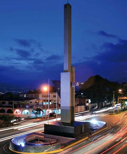 El Obelisco de los Italianos, San Cristóbal. Foto Lotería del Táchira, 2011.