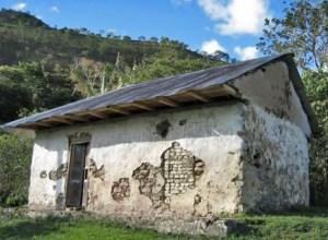 En esta casa vivió Luis Mariano Rivera. Le decía El Ranchito y le compuso una canción. Fotograma del video Luis Mariano Rivera, Polovsky, 2008.