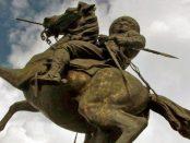 La lanza robada al monumento Vuelvan caras, en Apure. Foto en el blog Cuenta el Abuelo, julio 2010.. Patrimonio cultural de Venezuela en peligro.