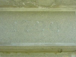 Las letras de bronce del pedestal habían sido sustraídas en 2005, Mërida. Foto Juan Diego García Panqueva, junio 16 de 2005. Estatua ecuestre de Páez, patrimonio cultural de Mérida, Venezuela.