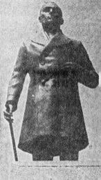 Monumento a Cristóbal Mendoza en la redoma homónima de la ciudad de Mérida, Venezuela. En El Vigilante, p.5. Mayo, 7 de 1971. Dig. Samuel Hurtado Camargo