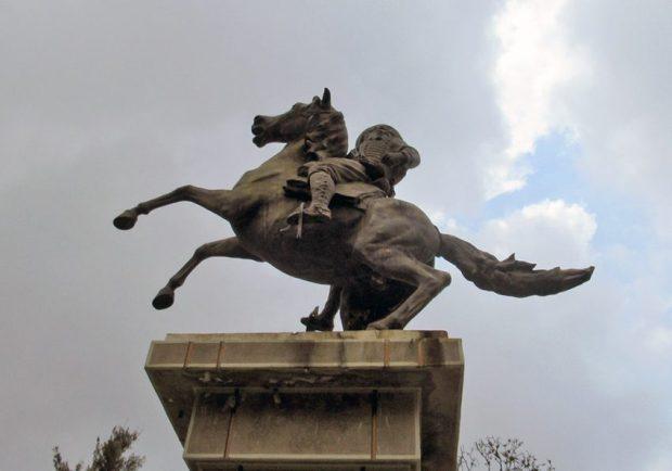 Otra vista del lateral izquierdo de la estatua ecuestre de José Antonio Páez, Mérida. Foto Samuel Hurtado Camargo, marzo 23 de 2019. Estatua ecuestre de Páez, patrimonio cultural de Mérida, Venezuela.