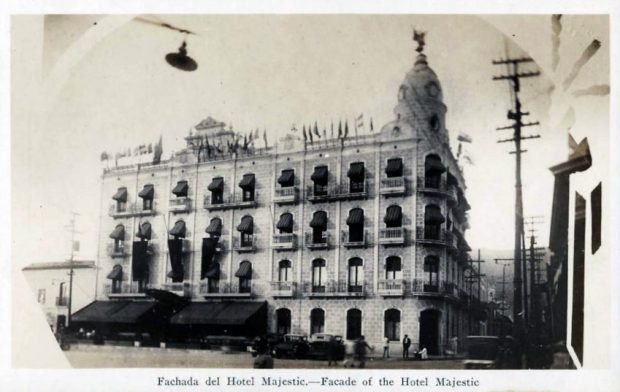 El Hotel Majestic visto desde la esquina de San Pablo. Tarjeta Postal. s_f.