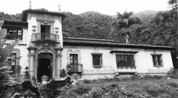 Casa de la familia Vollmer en Montalbán, Caracas, 1935-40. Foto Gasparini, Graziano y Posani, Juan Pedro, Caracas a través de su arquitectura, Armitano Editores.