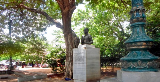 Año 2016. La escultura de Ricardo Aguirre estuvo en su plaza del Gaitero desde 1983 hasta 2017, cuando fue removida por razones de seguridad. Foto Rafael Rivas_Qué Pasa, sept