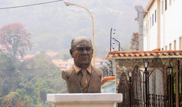Cara frontal del busto de Germán Briceño Ferrigni. Mérida - Venezuela. Foto Samuel Hurtado Camargo, marzo 27 de 2019.