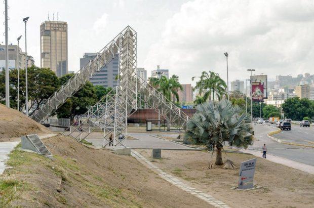 Estructura Alejandro Otero en plaza Venezuela. Municipio Libertador, Caracas. Foto Luis Chacín, mayo de 2019.