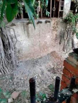 Paredes derribadas en la casa de José María España, afectando su valor patrimonial. Foto Infociudadano L. Ortega