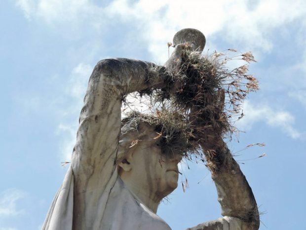 Abandono de las esculturas del Cementerio General del Sur. Caracas. Foto Edwin Toro Creative Commons, mayo 2015.