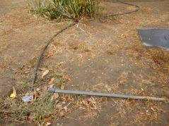 Sistema de riego dañado desde hace años. Foto M. Araque.