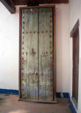 Puerta original de la cárcel, con el machetazo de Páez en 1813. Foto M. Araque, 2010.